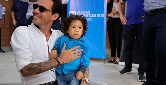 Marc Anthony inaugura centro de desarrollo familiar en Cali