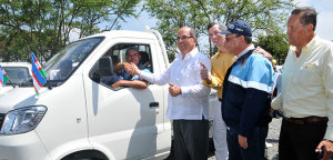 Ya se han realizado dos entregas de automotores a antiguos propietarios de vehículos de tracción animal en Cali./Foto Alcaldía de Cali.