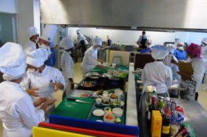 La Escuela Gastronómica busca en 2015 formar a más de 1.000 aprendices en programas relacionados con cocina; la idea es innovar con nuevas estrategias para que conozcan la vida real y motivarles con premios como pasantías.