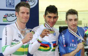 Glenn O'shea (plata), Fernando Gaviria (oro) y Elia Viviani (bronce) en el ómnium del Campeonato Mundial de Ciclismo de Pista París 2015 /Foto Federación Colombiana de Ciclismo