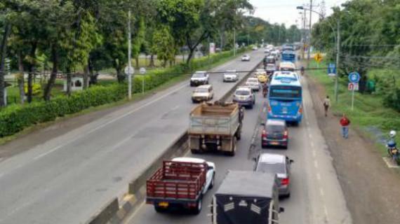Gobierno nacional contribuiría con $80 mil millones para un tercer carril en la vía Cali-Jamundí