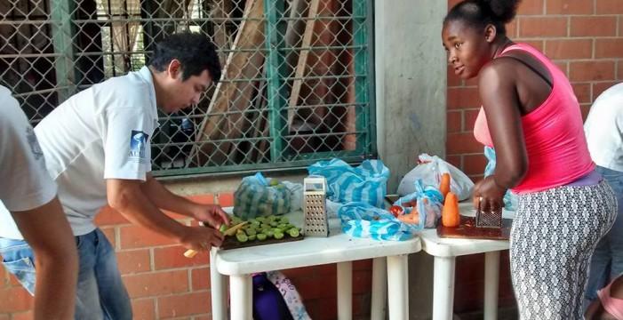 """Con la Fundación De menos a más, """"algo se cocina"""" en la Comuna 15"""