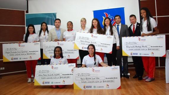 Coldeportes entregó incentivos a deportistas por su participación en Juegos Supérate