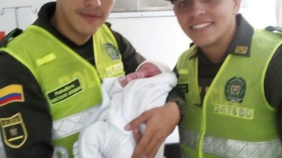 Policías ayudaron a dar a luz a mujer en el oriente de Cali