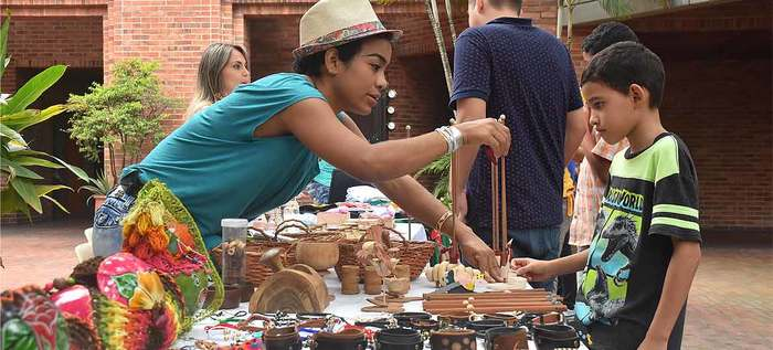 Los artesanos de la Loma de la Cruz llegaron con todos sus productos al Centro Cultural de Cali