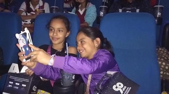 380 Niños de zonas vulnerables de Cali disfrutaron de una mañana de cine