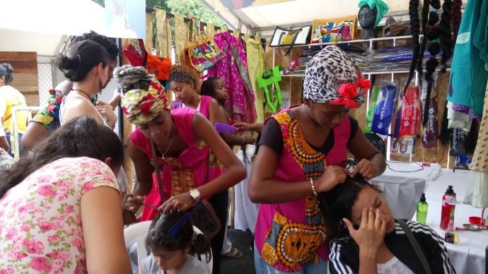 Te hacemos el peinado/ Foto Jorge Manrique-Grisales-CBN