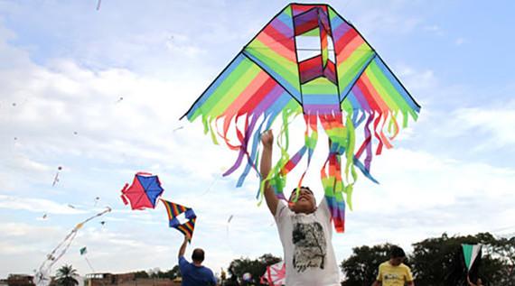 El cielo caleño se llena de colores en el Festival de cometas