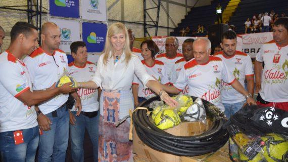 Dotación para 13 municipios fue entregada a los Semilleros Deportivos