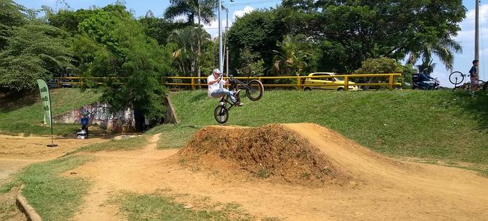 BMX Dirt Jump deleitó a los caleños