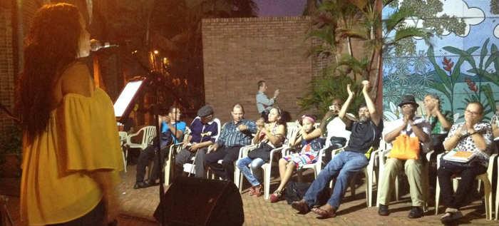 Participe en el encuentro de cantantes, Jueves del Samán