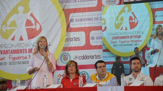 El pesista olímpico Óscar Figueroa elogió las obras del complejo deportivo en Cartago que lleva su nombre