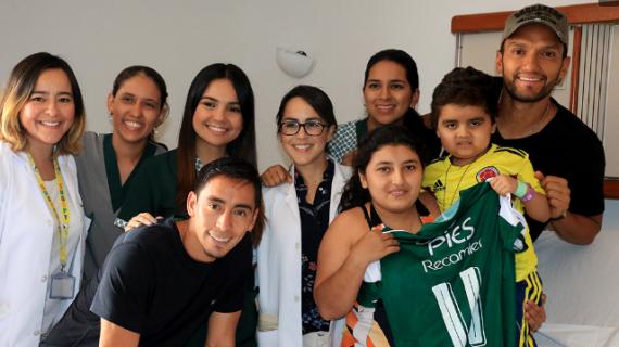 Aguilar y Sambueza le cumplieron el sueño al niño Favid López