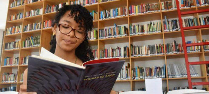 La Poesía Es El Camino Para Cambiar El Mundo ángela Camila González