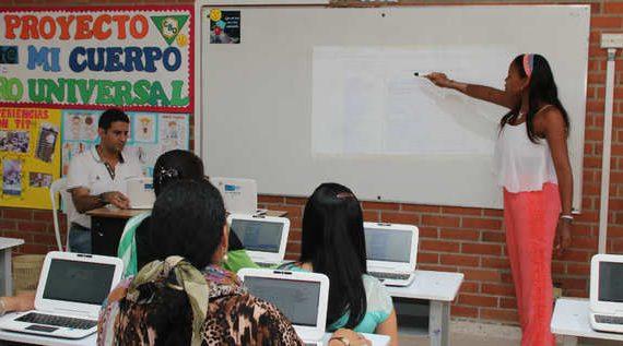 120 madres de familia culminarán sus estudios secundarios en Instituciones Educativas Oficiales