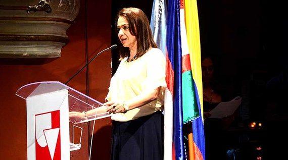 Con gran gala se celebraron los 50 años del Grupo de Danzas Carmen López, de Univalle.