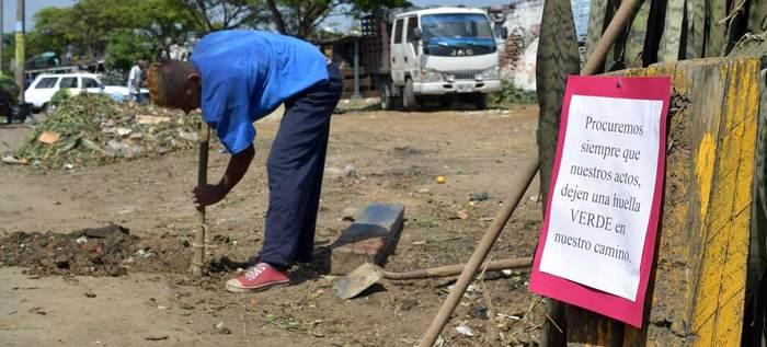 Habitantes de calle aportan a la limpieza del planchón de Santa Elena