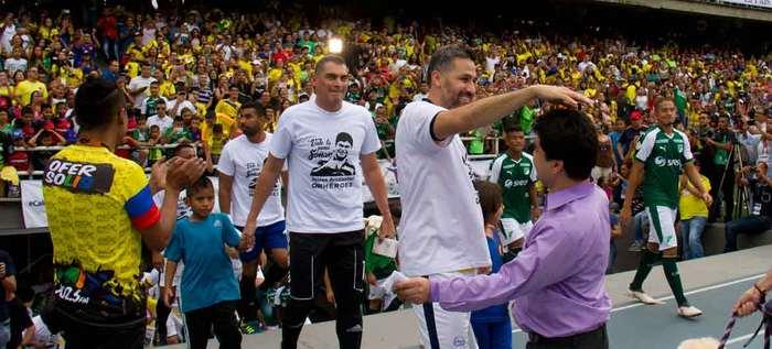 Las estrellas del fútbol le cumplieron a Jeison Aristizábal y a su Fundación Asodisvalle