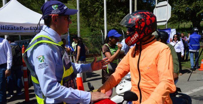 El Valle del Cauca ya cuenta con agentes de tránsito para regular la movilidad en las vías de la región