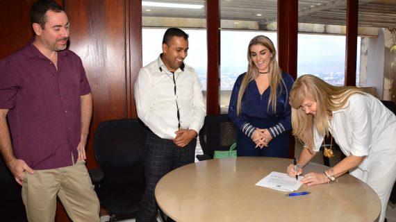 Tres extranjeros recibieron la nacionalidad colombiana en la Gobernación del Valle