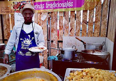 Hombres al fogón: los cocineros que se destacan con su sazón en el Petronio Álvarez