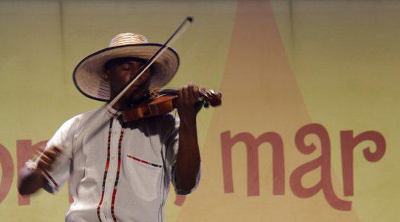 El violín: protagonista extranjero de la música del pacífico