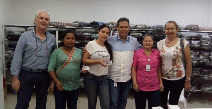 Gobierno del Valle entrega dotación a docentes del Valle
