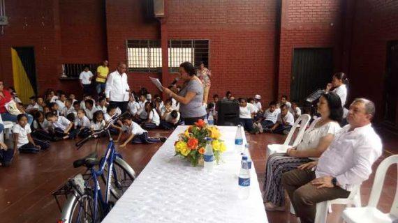 Entregan 129 bicicletas para transporte escolar con apoyo de la empresa privada
