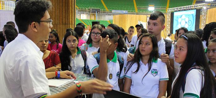 Estudiantes Caleños se conectan