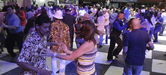 Más de 100.000 años bailaron en el Encuentro de Viejotecas del XIII Festival Mundial de Salsa