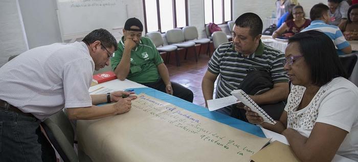 Secretaría de Educación capacita a docentes de adultos