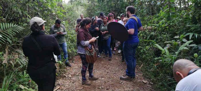 Invidentes disfrutaron el canto de las aves en el bosque San Antonio