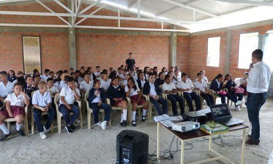 Realizan charlas pedagógicas en colegios para estimular hábitos saludables
