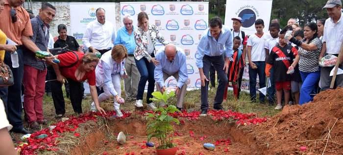 Alcalde Armitage puso la primera piedra del Centro de Integración y Desarrollo Social (CIDES)