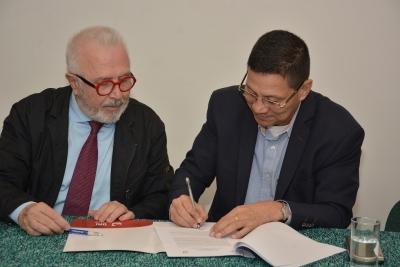 Convenio entre Universidad Internacional de Andalucía y Univalle