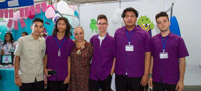 Estudiantes del colegio ciudad de Cali finalistas en concurso nacional de programación