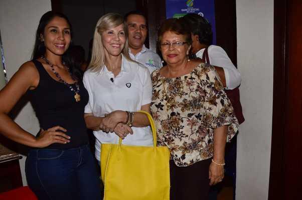 Mónica Giraldo consolidó su negocio de marroquinería con apoyo del Banco Social del Valle