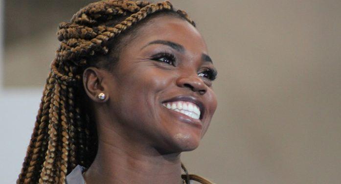 El Diamante Colombiano del Atletismo Mundial, Caterine Ibargüen, brilló en su visita a la Escuela Nacional del Deporte