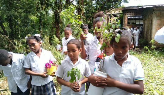 Estudiantes adelantan procesos de recuperación ambiental en Juanchaco
