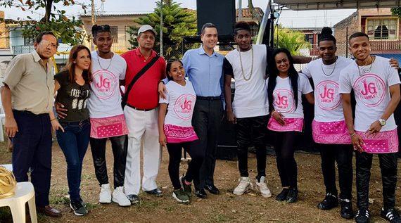 Niños y jóvenes de la Comuna 13 se integraron en jornada de música, dulces y cultura