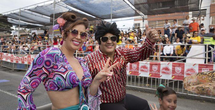 Autos antiguos, Festival Juvenil y melómanos llenaron de alegría la Feria