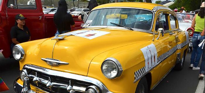 El desfile de autos clásicos y antiguos, una fiesta sobre ruedas