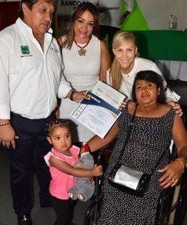 Gobernadora entregó 131 microcréditos a los beneficiados del Banco Social del Valle en Palmira