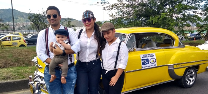 Cerca de 250 autos antiguos y clásicos cautivaron las miradas en la Feria de Cali