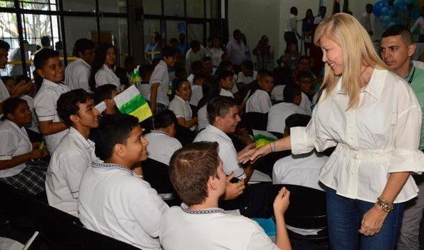 400 estudiantes de Palmira hablan inglés, gracias al programa Go Valle del gobierno departamental