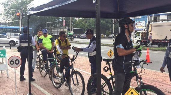Campaña para respetar bicicarriles y peatones en la vía