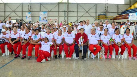 Entregan implementos deportivos a los ciudadanos de la tercera edad en Yumbo