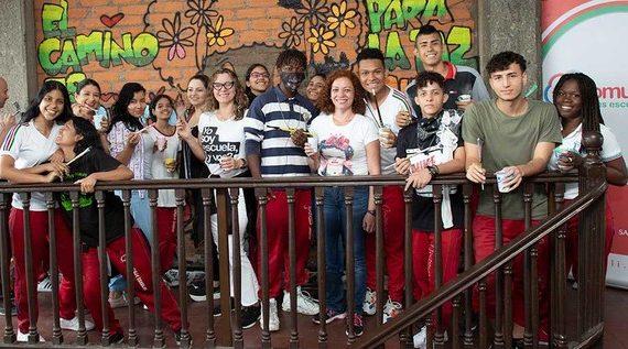La Pintatón de Mi Comunidad es Escuela llenó de color y alegría a la IEO Desepaz