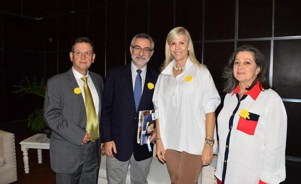 Personalidades en Expo Región se unieron a la campaña contra la violencia 'Con una flor digo Basta A'