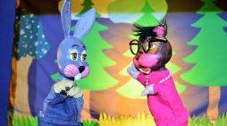 """""""El conejo gris que era feliz"""" en el Teatro Esquina Latina"""